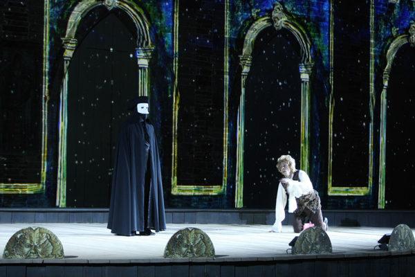 Le Commandeur (Anthony Molina-Diaz) et Wolfgang Amadeus Mozart (Denis Carpentier)