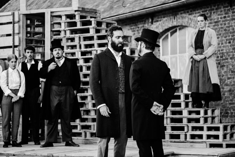 Anthony Molina-Diaz (Jean Valjean) et Quentin Juy (Javert). © Théo RW Rubsinsky